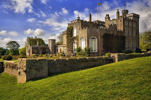 Powderham Castle 600x400 - Luxury Experiences